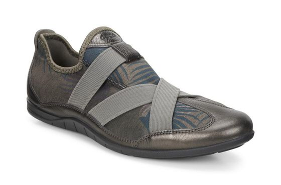 ECCO Bluma Slip On (LICORICE METALLIC/TARMAC PALM PRINT)